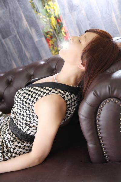 鶯谷デリヘルなら 美人な人妻でおすすめの鶯谷クラブルージュ 美人妻専科 クラブルージュ ひとみの画像4
