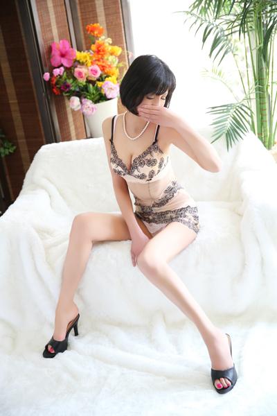 鶯谷デリヘルなら 美人な人妻でおすすめの鶯谷クラブルージュ 美人妻専科 クラブルージュ 志摩の画像3
